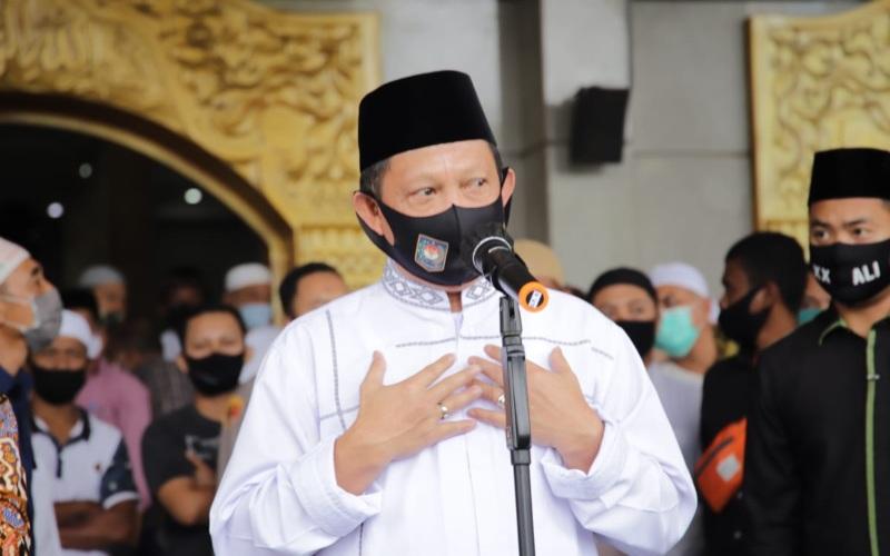 Menteri Dalam Negeri Tito Karnavian usai melaksanakan ibadah Salat Jumat di Masjid Al Fatah Ambon, Maluku, Jumat (24/07/2020) - Dok./Puspen Kemendagri