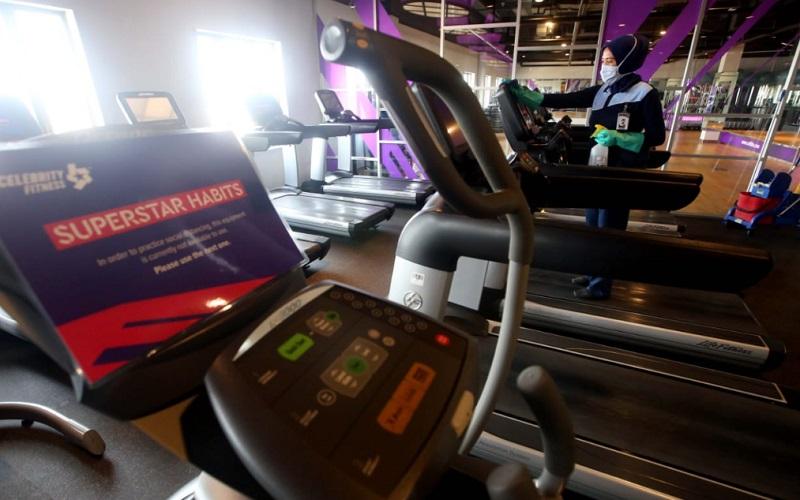 Kesiapan penerapan protokol kesehatan di pusat kebugaran Celebrity Fitness, Bandung - Bisnis/Rachman