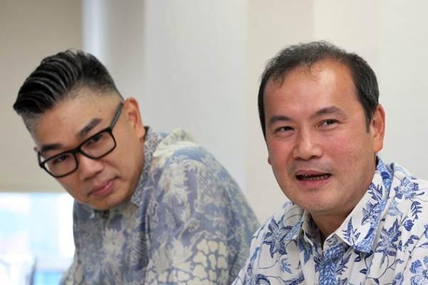 Direktur Keuangan PT BFI Finance Indonesia Tbk Sudjono (kanan) didampingi Direktur Pemasaran Sutadi memberikan penjelasan saat berkunjung ke kantor redaksi Bisnis Indonesia, di Jakarta, Senin (14/1/2019). - Bisnis/Dedi Gunawan