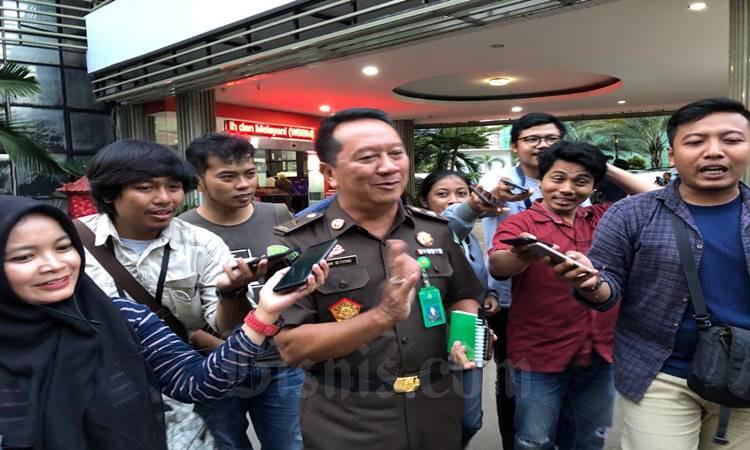 Kapuspenkum Kejagung Hari Setiyono memberi keterangan terkait kasus korupsi PT Asuransi Jiwasraya di Gedung Bundar Kejaksaan Agung, Rabu (19/2/2020). JIbi - Bisnis/Sholahuddin Al Ayyubi