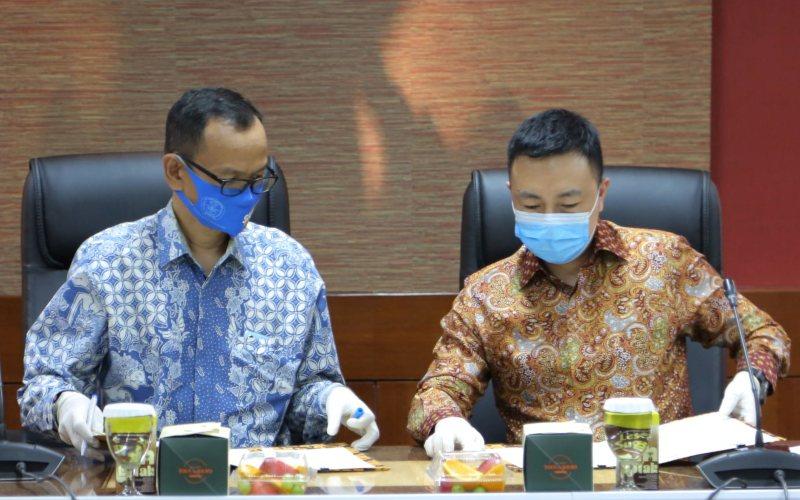 Penandatanganan MoU antara Direktur Jenderal Pendidikan Tinggi Kemdikbud Nizam, dengan Vice President of Public Affairs and Communications Huawei Indonesia Qijian Ken, Jumat (4/7/2020). - istimewa