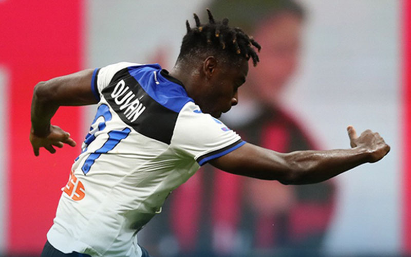 Striker Atalanta Bergamo Duvan Zapata menari selepas menjebol gawang AC Milan. - Twitter@Atalanta_BC
