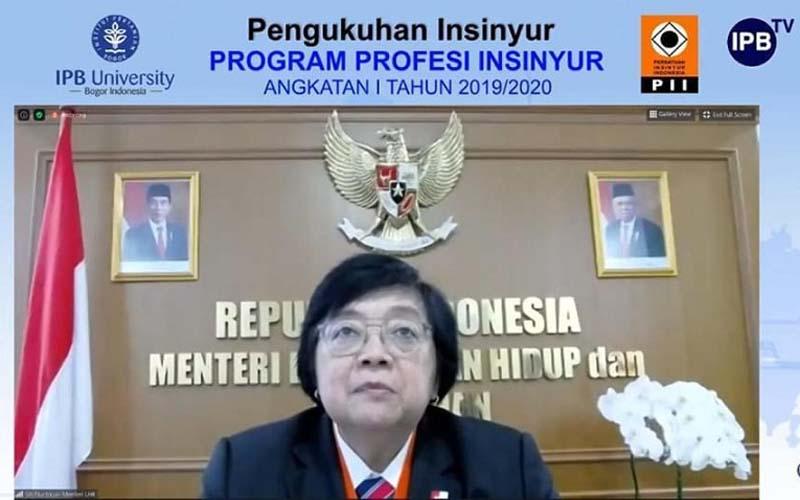 Menteri Lingkungan Hidup dan Kehutanan (LHK) Siti Nurbaya menjadi salah satu peserta Pengukuhan Insinyur Program Profesi Insinyur Angkatan I Tahun 2019/2020 Institut Pertanian Bogor (IPB), Sabtu (25/7/2020). - Istimewa