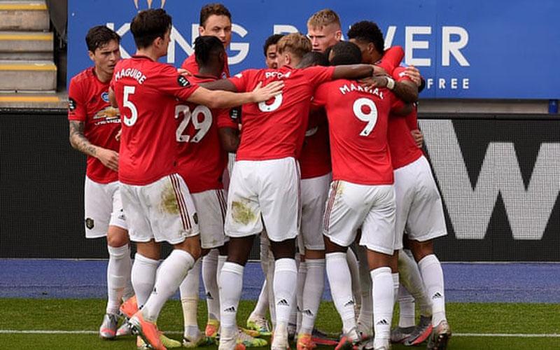 Para pemain Manchester United merayakan gol pertama ke gawang Leicester City. - The Guardian