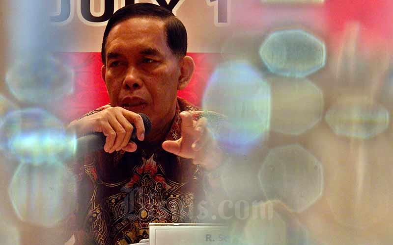 Direktur Utama PT Bank Pembangunan Daerah Jawa Timur Tbk. R. Soeroso memberikan penjelasan pada Paparan Kinerja Semester I Tahun 2018 di Jakarta, Kamis ( 19/7/2019). Bisnis - Nurul Hidayat