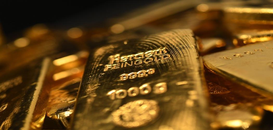 Harga emas semakin dekat ke US2.000 dan harga saham emiten emas membuntuti. (Bloomberg)