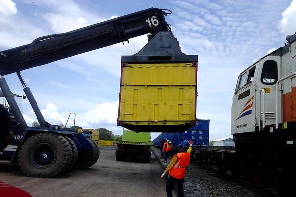 PT KAI Divre III menggenjot usaha angkutan batu bara dengan menggandeng PT Gumay Prima Energi (PGE), anak usaha PT Royaltama Mulya Kencana (RMK). - Istimewa