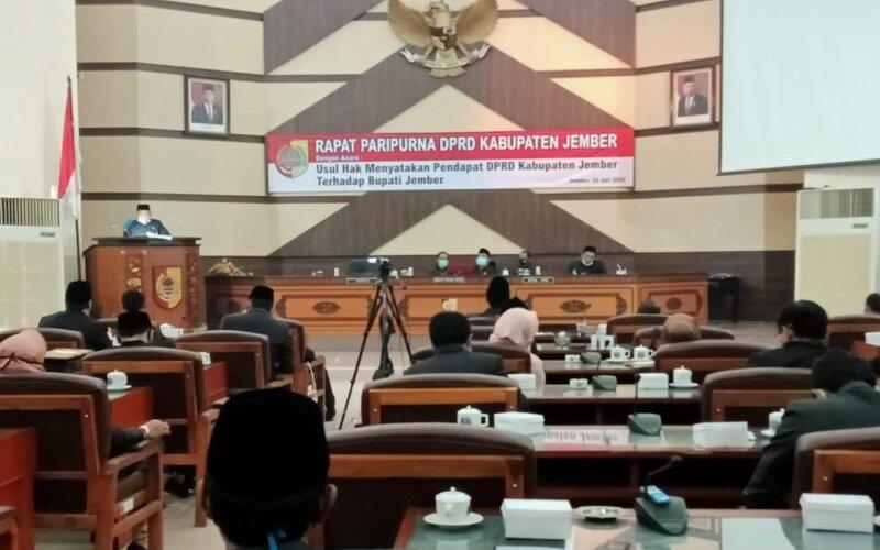 Foto Dok - Suasana rapat paripurna hak menyatakan pendapat di DPRD Jember yang berakhir dengan keputusan pemakzulan Bupati Jember Faida. - Antara/Zumrotun Solichah
