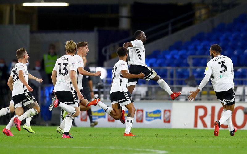 Para pemain Fulham merayakan gol kedua ke gawang Cardiff City yang dicetak Beeskens Kebano (kjedua kanan). - Twitter@FulhamFC