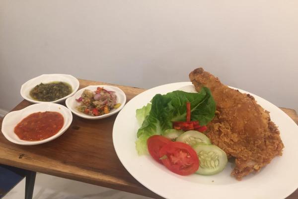 Kuliner dengan bahan baku ayam tidak pernah mati. Konsumsi ayam goreng hingga geprek menjadi favorit di Indonesia - Novita Sari Simamora