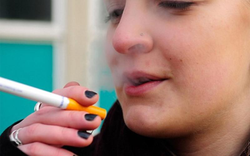 Ilustrasi asap rokok.  - Bisnis.com