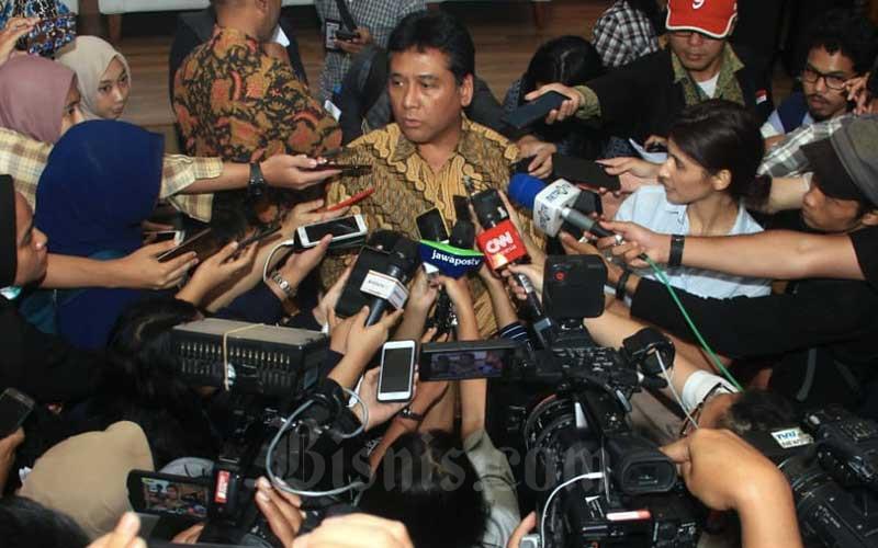 Ketua Perhimpunan Hotel & Restoran Indonesia Hariyadi Sukamdani menjawab pertanyaan wartawan seusai memberikan keterangan pers mengenai dampak virus corona pada sektor pariwisata, di Jakarta, Kamis (12/3/2020). Bisnis - Triawanda Tirta Aditya