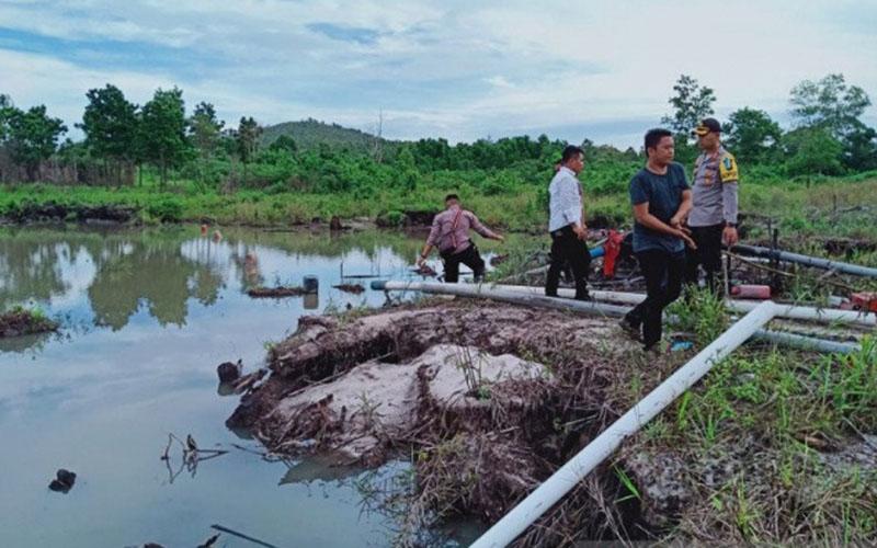 Petugas gabungan menghentikan pertambangan pasir ilegal, dan mengamankan lebih dari 20 unit mesin hisap di sejumlah lokasi di Kabupaten Bintan, Kepulauan Riau. - Antara/Nikolas Panama