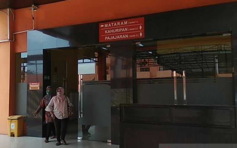 Situasi di RSUD Prof dr Soekandar, Mojosari, Kabupaten Mojokerto, Jawa Timur. Tempat layanan operasi di RSUD Soekandar ditutup sementara menyusul adanya 14 orang tenaga kesehatan bagian layanan operasi yang positif pada Selasa (28/7/2020). - Antara