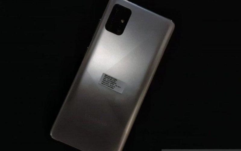 Tampilan dari Samsung Galaxy A51 dengan warna baru (Antara News - Chairul Rohman)