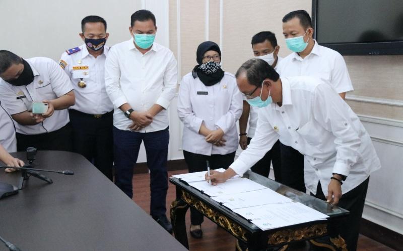 Walikota Palembang Harnojoyo meneken MoU kerja sama dengan Gojek. istimewa