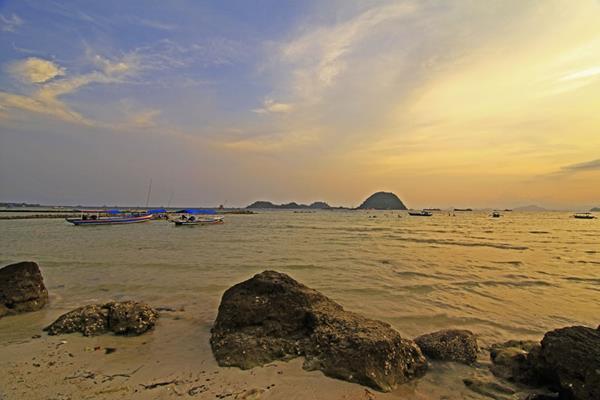 Pantai Pasir Putih di Lampung - Indonesia Travel