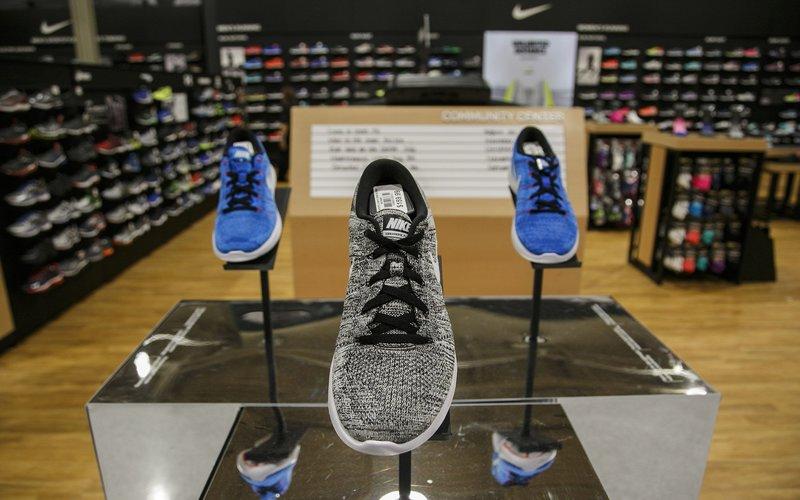 Pemerintah Vietnam meminta produsen sneakers untuk Adidas, Nike dan New Balance, Pou Chen, untuk menghentikan produksinya akibat ancaman Covid-19 -  Bloomberg