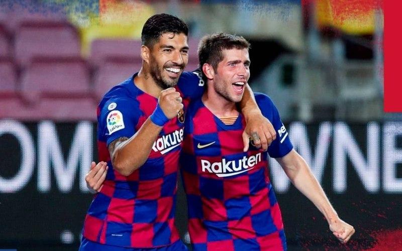 Luis Suarez (kiri) merayakan golnya ke gawan Espanyol, Kamis (9/7/2020) dini hari WIB. - Instagram