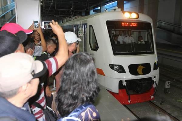 Ilustrasi kereta api bandara memasuki stasiun, Selasa (26/12/2017). - Bisnis/Endang Muchtar