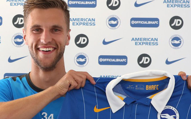 Joel Veltman resmi bergabung dengan Brighton & Hove Albion. - Twitter@OfficialBHAFC