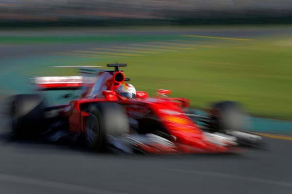 Pebalap F1 Ferrari Sebastian Vettel  - Reuters/Jason Reed