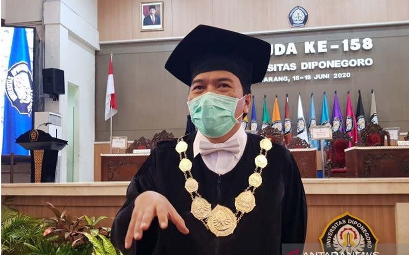 Rektor Undip Semarang Yos Johan Utama. - Antara