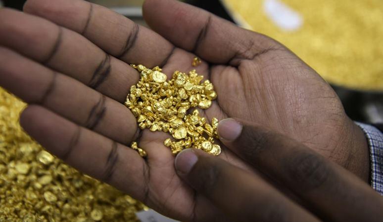 Tembus US$1.970, Harga Emas Bidik Kenaikan Bulanan Terbesar