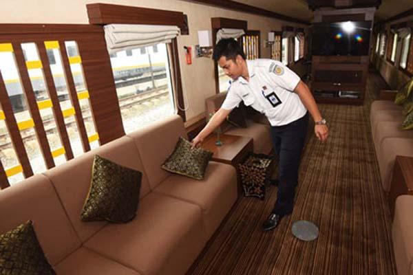 Kereta wisata milik PT KA Pariwisata, anak perusahaan PT KAI - Antara/Akbar Nugroho Gumay
