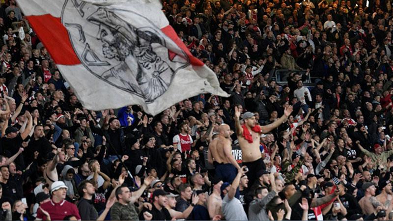 Suporter Ajax Amsterdam, juara Eredivisie Belanda./Reuters - Piroschka van de Wouw