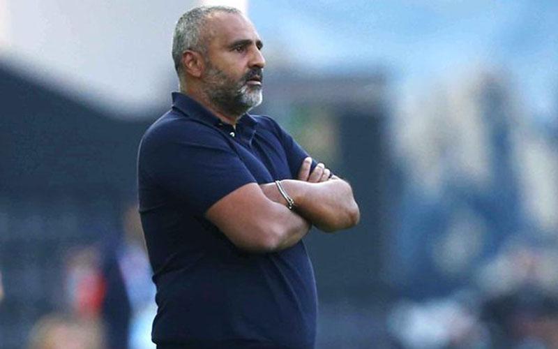 Pelatih Lecce Fabio Liverani ketika anak asuhnya dikalahkan Parma dalam pertandingan terakhir mereka di Serie A. Lecce degradasi ke Serie B. - Twitter@OfficialUSLecce