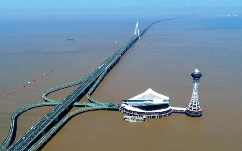 Jembatan di atas laut di Teluk Hangzhou sepanjang 35,7 kilometer mempersingkat jalur Shanghai--Ningbo. - ANTARA/HO/Asia Times