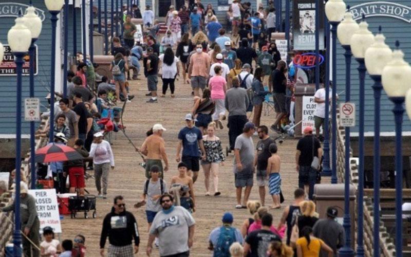 Suasana di California, Amerika Serikat, pada 22 Juni 2020. Sebagian orang tidak mengenakan masker meskipun negara itu masih didera pandemi Covid-19./Antara - Reuters