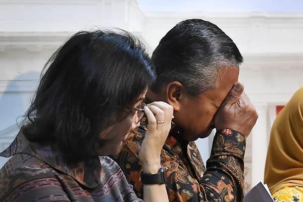 Menteri Keuangan Sri Mulyani (kiri), dan Gubernur Bank Indonesia Perry Warjiyo saat pengumuman Paket Kebijakan Ekonomi XVI di Kantor Presiden, Kompleks Istana Kepresidenan, Jakarta, Jumat (16/11/2018). - ANTARA/Puspa Perwitasari
