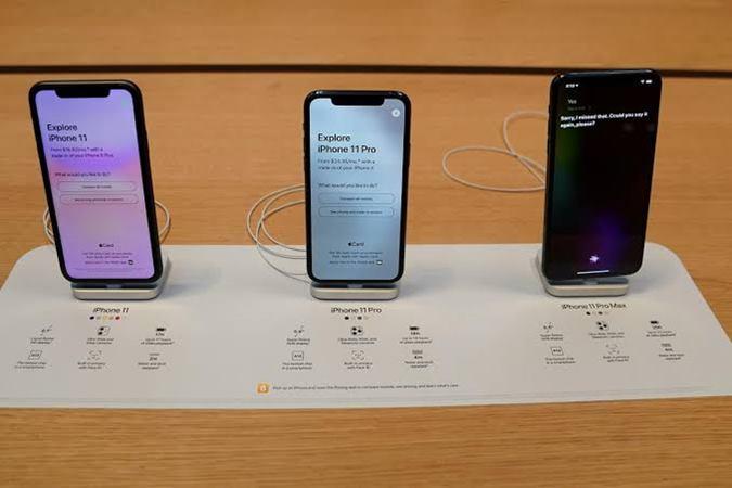 Iphone 11. Seri iPhone 12 akan hadir dengan chipset A14 Bionic dengan fabrikasi 5nm yang diklaim mampu mengalahkan performa chipset teranyar besutan Qualcomm, yaitu Snapdragon 865. - Reuters