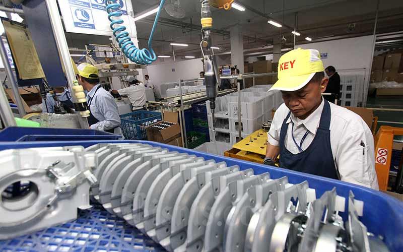 Aktivitas karyawan di salah satu pabrik di Jakarta, Jumat (20/9/2019). Bisnis - Arief Hermawan P