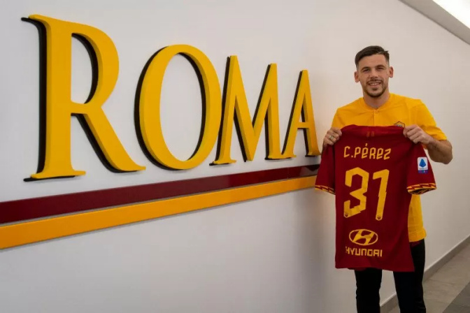 Pemain AS Roma Carles Perez, pinjaman dari Barcelona. - asroma.com