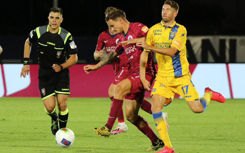 Suasana pertandingan Frosinonen (kuning) versus Cittadella (merah). - Twitter@ascittadella73