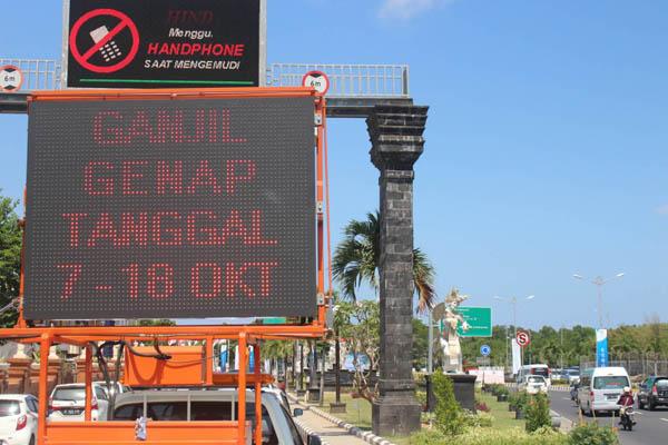 Sistem ganjil genap mulai diterapkan mulai hari ini Minggu (7/10/2018) pada sejumlah simpang jalan di Bali selama Pertemuan Tahunan IMF-World Bank 2018.  - Bisnis/Ni Putu Eka Wiratmini