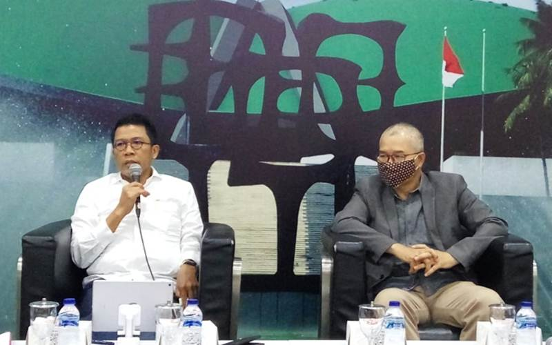 Anggota Komisi XI DPR Mukhamad Misbakhun dari Fraksi Golkar (kiri) dan pengamat ekonomi yang juga Direktur Risert CORE Indonesia Pieter Abdullah (kanan) - Bisnis/John Andhi