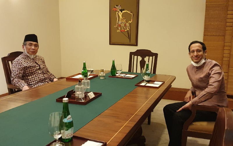 Katib Aam Pengurus Besar Nadlatul Ulama (PBNU) KH Yahya Cholil Staquf bertemu dengan Menteri Pendidikan dan Kebudayaan Nadiem Makariem.  - PBNU