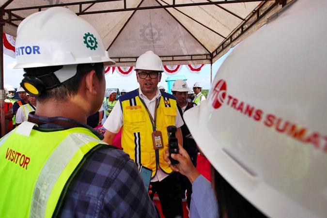 Kepala BPJT (Badan Pengatur Jalan Tol) Danang Parikesit (tengah) - Bisnis/Abdullah Azzam