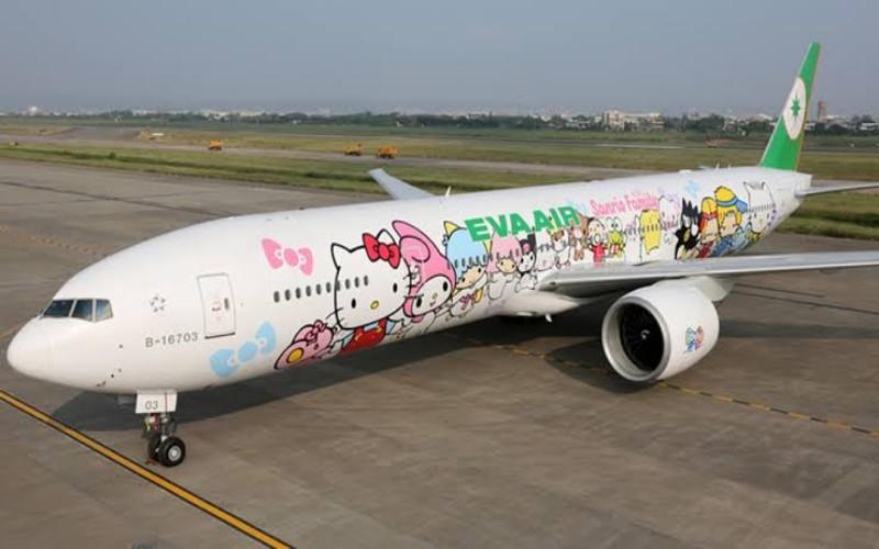 Pesawat Eva Air bergambar Hello Kitty