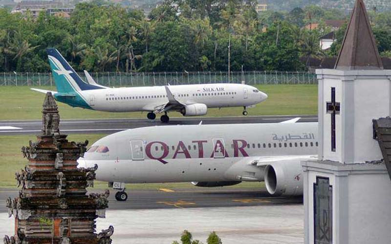 Pesawat udara berada di kawasan Bandara Internasional I Gusti Ngurah Rai, Bali, Jumat (8/3/2019). - ANTARA/Fikri Yusuf