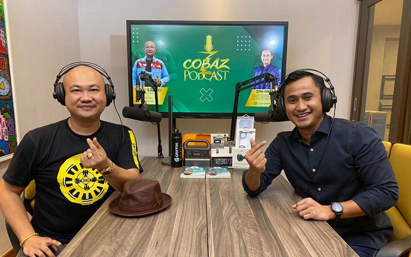 Ketua BPC Hipmi Jakarta Selatan Sona Maesana (kanan) menjadi bintang tamu dalam acara ngobrol santai Cobaz Podcast, di kanal youtube Basuki Surodjo, yang dikenal sebagai pengusaha IT dan aktivis sosial, Jumat (7/8/2020). - Istimewa