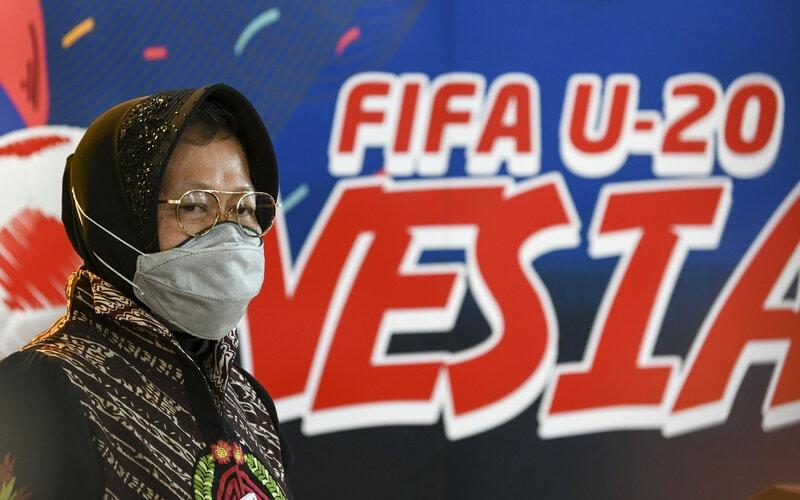Wali Kota Surabaya Tri Rismaharini memberikan keterangan pers terkait penyelenggaraan Piala Dunia U-20 2021 di Kantor Kemenpora, Jakarta, Kamis (6/8/2020). Tri Rismaharini menyatakan bahwa Stadion Gelora Bung Tomo (GBT) siap menjadi salah satu tempat penyelengaraan Piala Dunia U-20 pada tahun 2021 dan akan diverifikasi Federasi Sepak Bola Dunia (FIFA) pada September mendatang. - Antara/M Risyal Hidayat