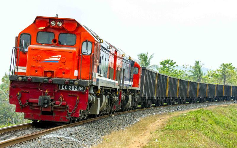 Kereta Api Angkutan Barang. - KAI