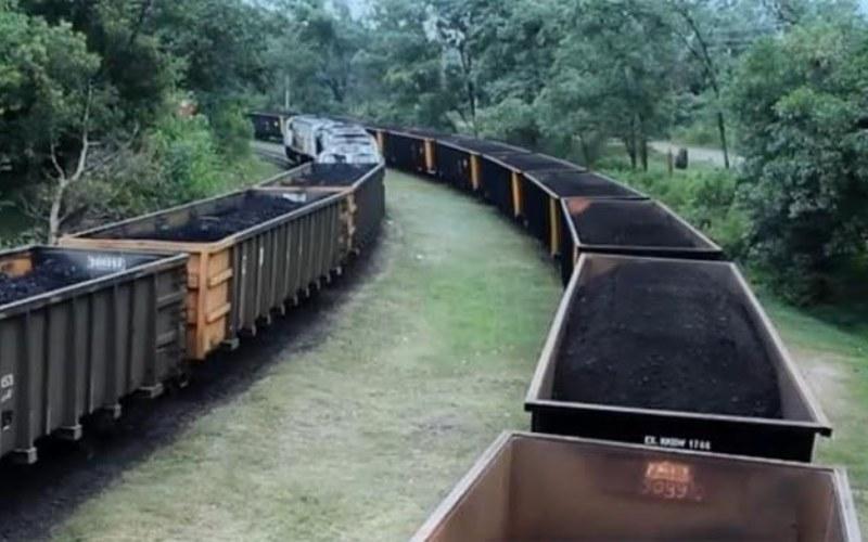 Ilustrasi angkutan batu bara berbasis rel.  -  Dok. ptba.co.id