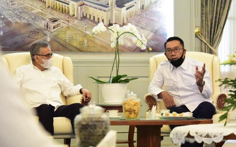 Ketua Dewan Komisioner OJK RI Wimboh Santoso bertemu Gubernur Jawa Barat Ridwan Kamil