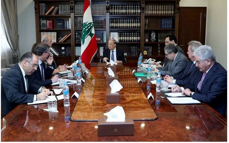 Presiden Lebanon Michel Aoun memimpin rapat di istana kepresidenan di Baabda, Lebanon, Kamis (13/2/2020). - Antara/Reuters\n\n